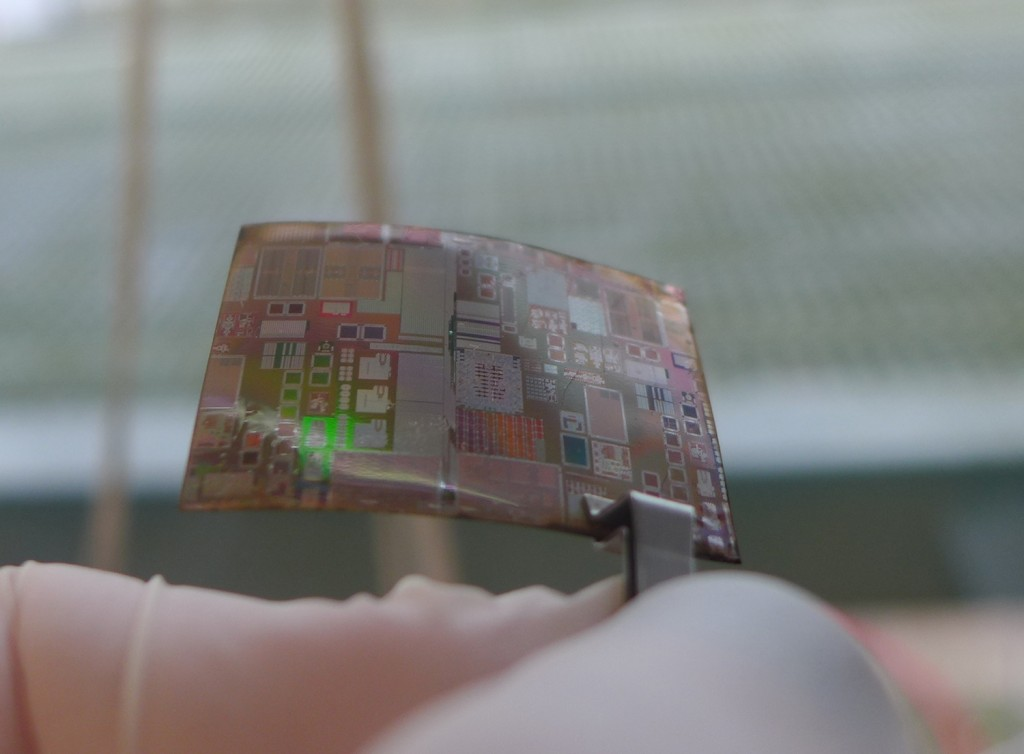 30µm-thick RF-SOI CMOS circuits laminated on a flexible substrate (paper 15.7)